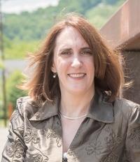 Author Liz Milliron Headshot used for Your Breakout Book Testimonial